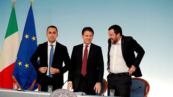 نخست وزیر ایتالیا به همراه دو معاونش سالوینی و دی مایو