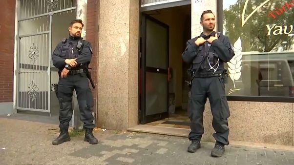 الشرطة الألمانية خلال حملة مداهمة
