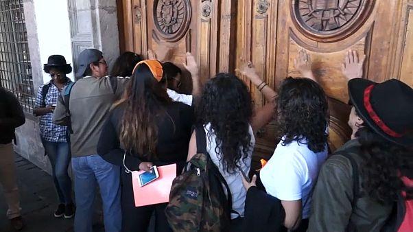 Apostasía en grupo en Ecuador