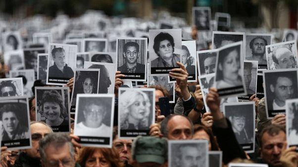 Sirenas y campanas evocan en Argentina a las 85 víctimas del atentado a la AMIA en 1994