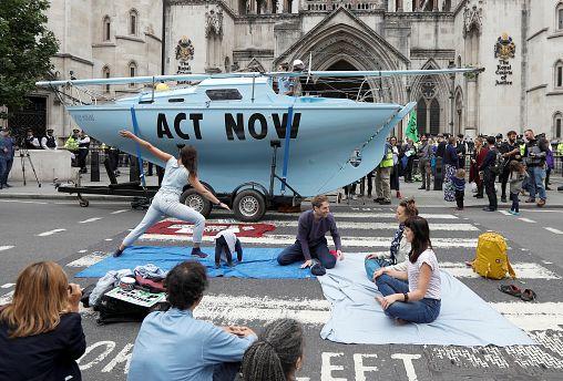 """В Лондоне идет экологическое """"восстание"""""""