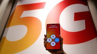 Yurt dışından Türkiye'ye getirilen telefonlar için kayıt harcı 1500 TL oldu