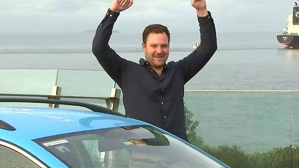 المغامر الهولندي ويبي باكر لحظة وصوله إلى نيوزيلاندا 19 يوليو/تموز