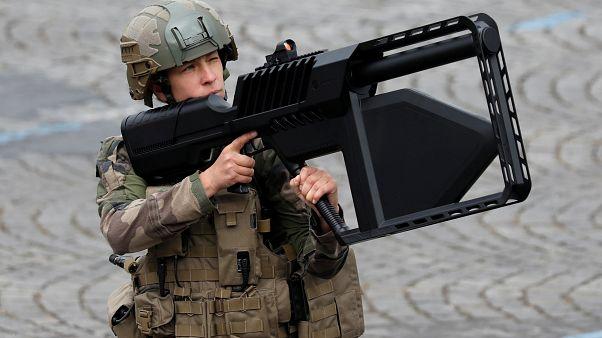 """الجيش الفرنسي يلجأ إلى """"الفريق الأحمر"""" لمواجهة الأخطار المحتملة"""