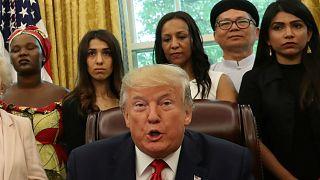 الرئيس الأمريكي دونالد ترامب يلتقي مجموعة من المضطهدين دينيا منهم الناشطة ناديا مراد