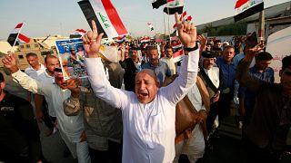 متظاهرون في البصرة يحتجون على البطالة ونقص الخدمات