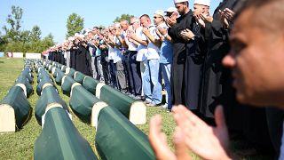 Bosna Savaşı'nda Sırp polislerin katlettiği 86 Boşnak Müslüman 27 yıl sonra toprağa verildi