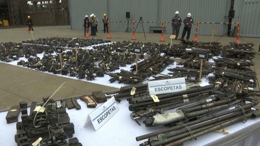 ویدئو؛ انهدام ۱۱  هزار قبضه سلاح در پرو
