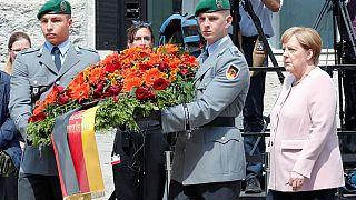 ادای احترام آنگلا مرکل به افسرانی که تلاش کردند هیتلر را بکشند