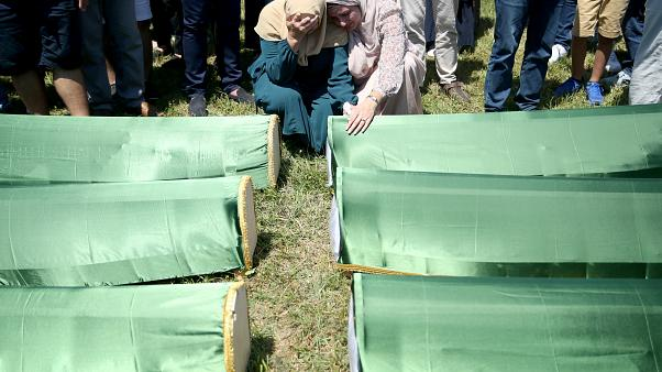 Bosnia entierra 27 años después a 86 musulmanes ejecutados por serbobosnios