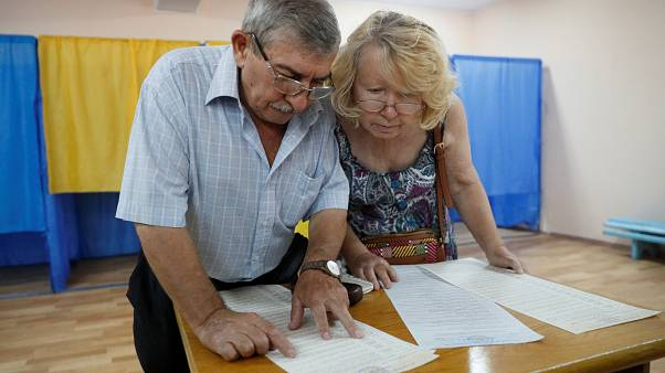 Ukraine elects new parliament in snap vote