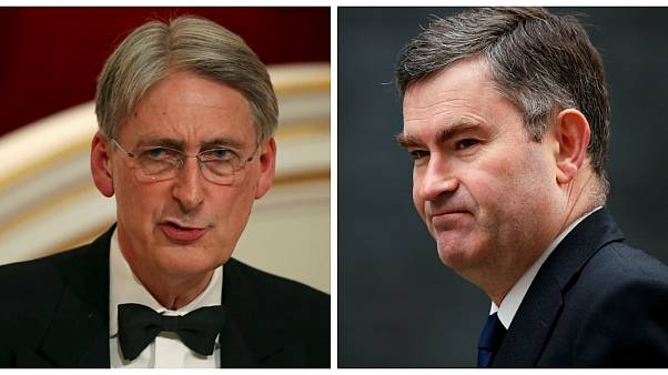 İngiltere Maliye Bakanı Philip Hammond (Solda) ve Adalet Bakanı David Gauke (Sağda)