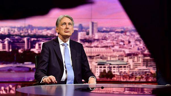 Két brit miniszter nem kér Boris Johnsonból