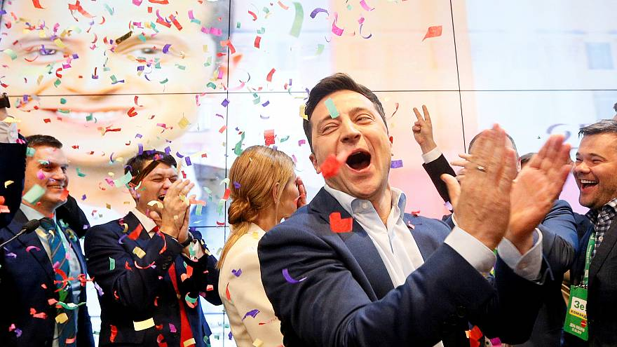 """На украинских выборах побеждает """"Слуга народа"""" - экзитпол"""
