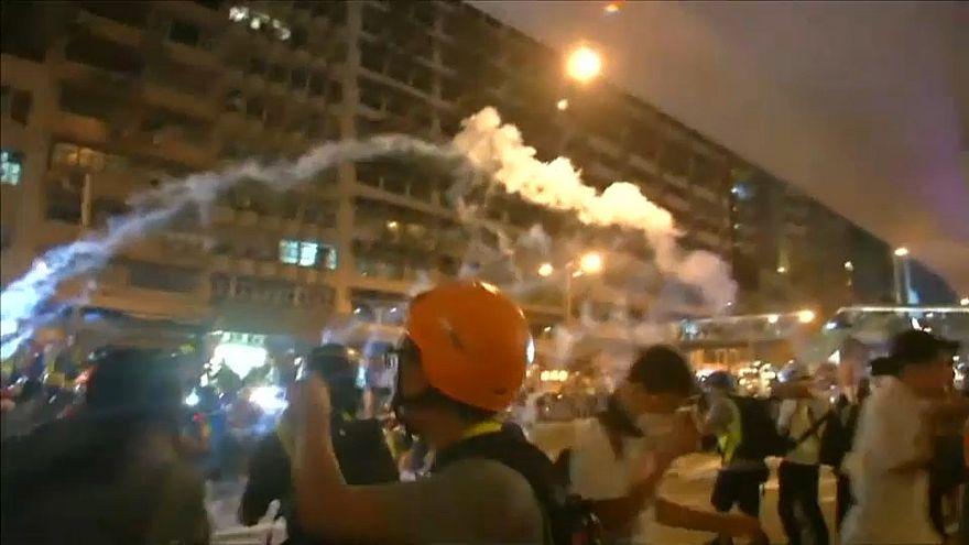 تظاهرات بزرگ اعتراضی در هنگکنگ به خشونت کشیده شد