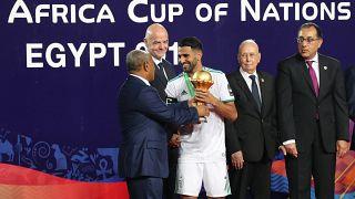 Mısır Başbakanı ile tokalaşmayan Cezayir Milli Takım Kaptanı Mahrez hakkında suç duyurusu