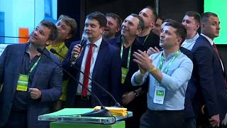 Le parti de Volodymyr Zelensky en tête des élections législatives