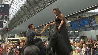 Вокзал с конями