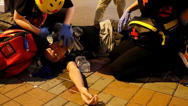 حمله مهاجمان لباس شخصی به تظاهرکنندگان ضددولتی در هنگ کنگ