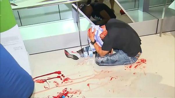 """""""Белые"""" избили """"черных"""" в Гонконге"""