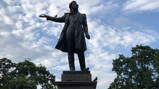 Rus yazar Puşkin'in heykeli, St Petersburg
