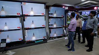 Hindistan, Ay'da su arayacak uzay aracını fırlattı