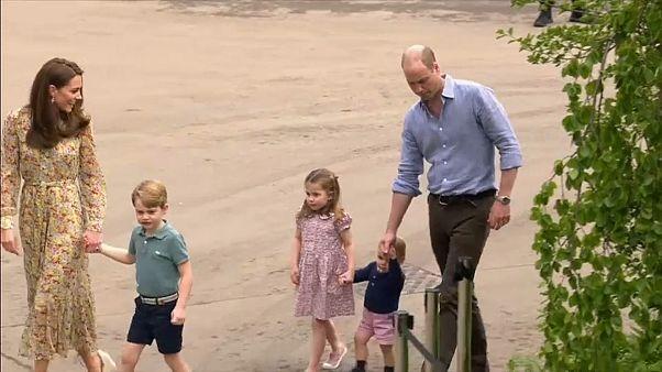 شاهد: العائلة الملكية البريطانية تحتفل بعيد ميلاد الأمير جورج