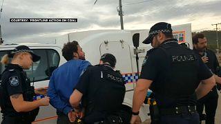 الشرطة الأسترالية تعتقل أحد أفراد طاقم العمل