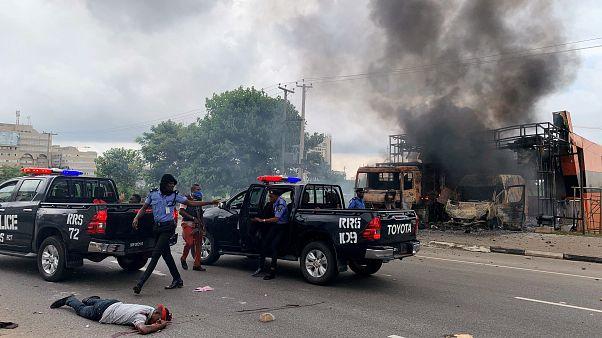 Nijerya'nın başkentinde Şii protestocularla polis çatıştı: Biri polis en az iki kişi öldü