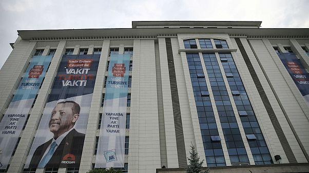 AK Parti'nin kurucu üye sayısı 10 kişi eksildi