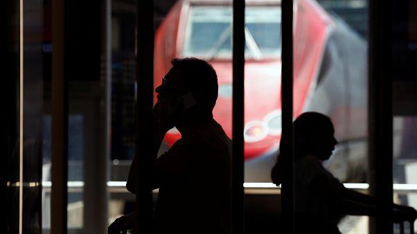 مسافرون عالقون في محطات القطارات الإيطالية