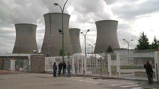 Francia para dos reactores nucleares por la ola de calor