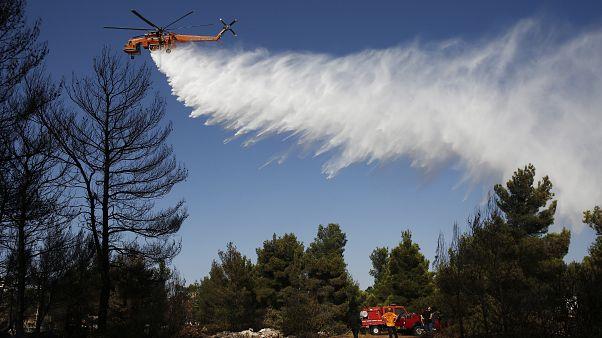 Υπό μερικό έλεγχο η φωτιά στον Βαρνάβα- Καλύτερη η εικόνα στην Ραφήνα