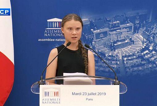 Грета Тунберг выступила в парламенте Франции