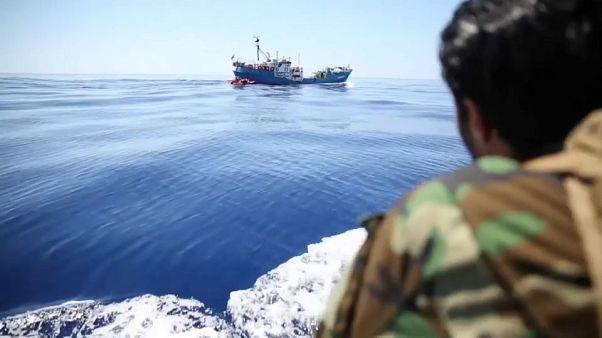 Militari libici sequestrano peschereccio italiano
