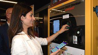 Roma: Plastik su şişesini getirene metro bileti bedava