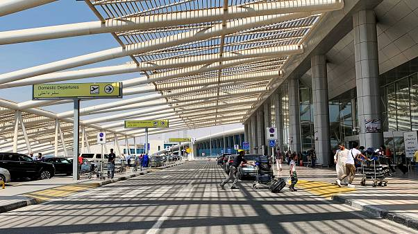 مسؤول بمصر للطيران يقول إن مطار القاهرة آمن
