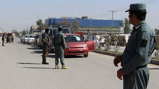 پلیس افغانستان از بیم حملات طالبان پاسگاههای دورافتادهاش را میبندد