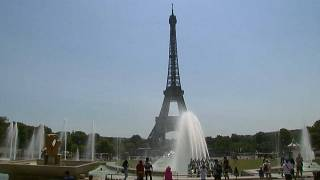 Watch: Tourists cool off in Paris' fountains as France sizzles