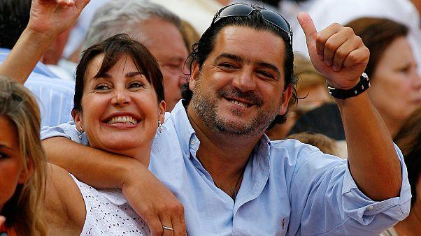 Carmen Martínez-Bordiu Franco y su exesposo José Campos sonríen mientras asisten a la feria taurina de Santiago en la ciudad de Santander