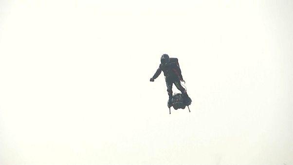 Fracasa el intento de cruzar el Canal de la Mancha con una tabla voladora