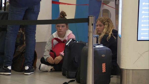 Chaos in Schiphol: 1.300 verbringen die Nacht am Flughafen