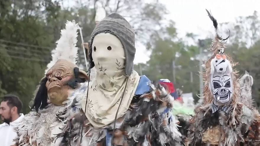 """شاهد: """"مسيرة الريش"""" في باراغواي احتفالاً بعيد القديس فرانسيس سولانو"""