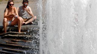 Statt Sonnencreme: Mann schmiert sich Eis ins Gesicht