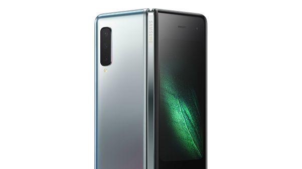 Samsung'un ilk katlanabilir akıllı telefonu Galaxy Fold yenilenerek eylülde satışa sunuluyor