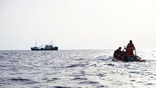 صورة من إحدى عمليات الإنقاذ قبالة السواحل الليبية