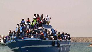 Al menos 116 muertos al naufragar un barco de migrantes en aguas libias