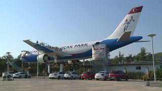 """شاهد: افتتاح """"الطائرة المطعم"""" في أورلا في تركيا"""