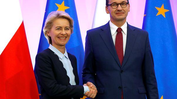Von der Leyen busca mejorar las relaciones de la UE con Polonia