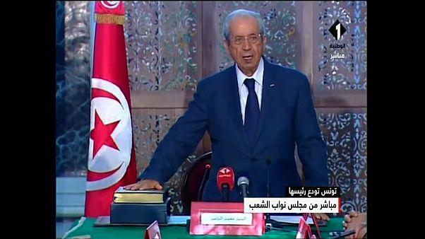 شاهد: الرئيس الانتقالي التونسي محمد الناصر يؤدي قسم اليمين الدستورية